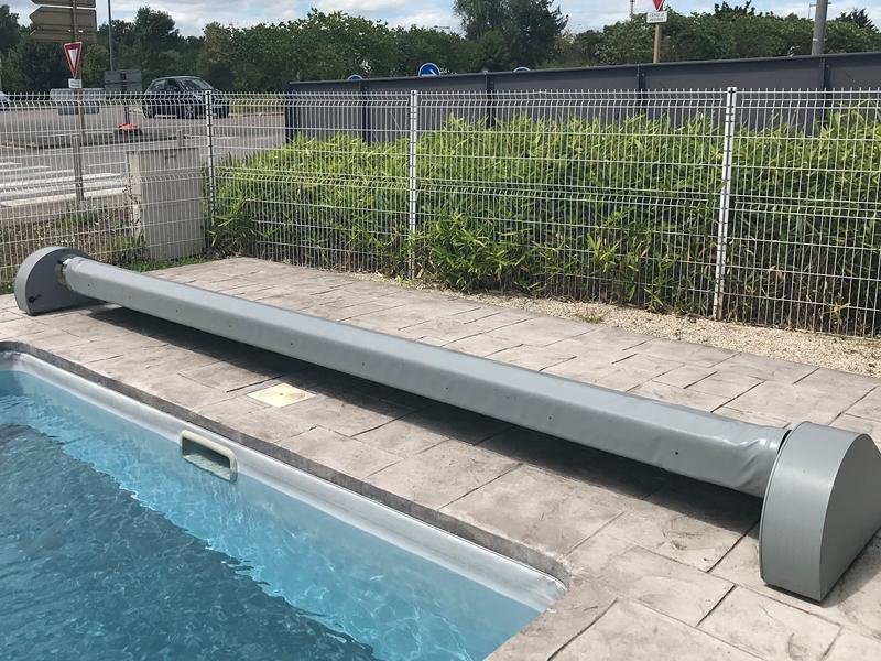 Thelma, fonctionne également à l'énergie solaire et s'adapte à tous types de bassin.